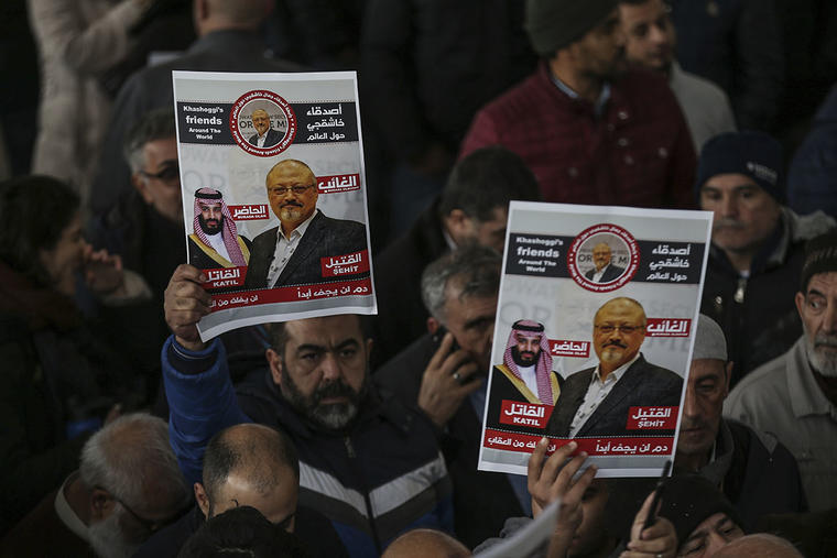 Miembros de la Asociación Árabe-Turca de Medios durante una protesta en el funeral del periodista Jamal Khashoggi, asesinado a inicios de octubre en el consulado de Arabia Saudita en Estambul.