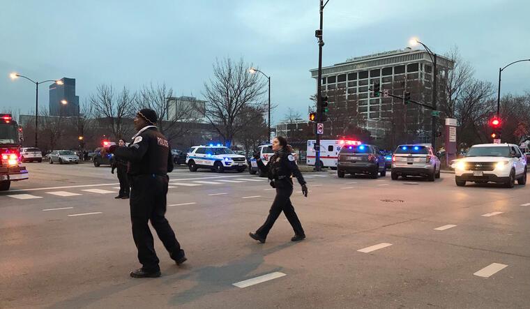 Escena del hospital donde se ha producido el tiroteo este lunes.
