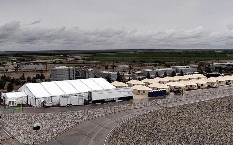 Fotografía de un centro de detención temporal para niños en Tornillo, Texas