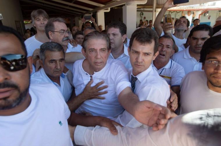 """El médium brasileño Joao de Deus este miércoles en el centro donde trabaja, la """"Casa dom Ignacio de Loyola"""", en la ciudad de Abadiania."""