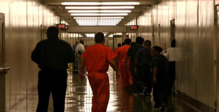 La querella asegura que el Gobierno y los funcionarios de los centros de detención de Adelanto y Theo Lacy hacen casi imposible que la mayoría de recluidos contacten y consulten con sus abogado