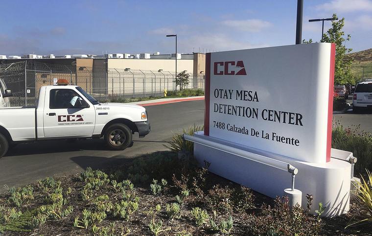 Entrada del Centro de Detención Otay Mesa, en San Diego, California.