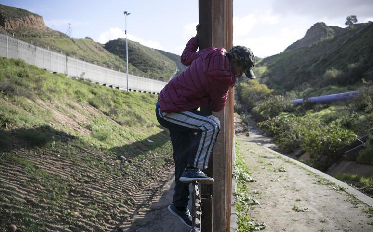 Cuánto Cuesta Un Coyote Para Atravesar La Frontera Es Más Barato En Familia Pero Los Zetas Pueden Dar Plomo
