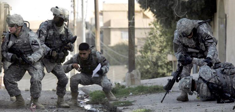 Soldados estadounidenses bajo ataque en Mosul en noviembre de 2007.