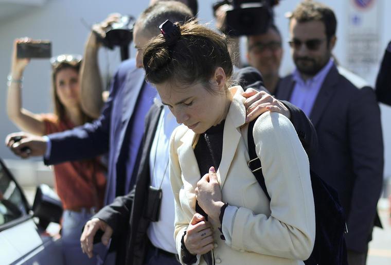 Amanda Knox llega al aeropuerto de Milán