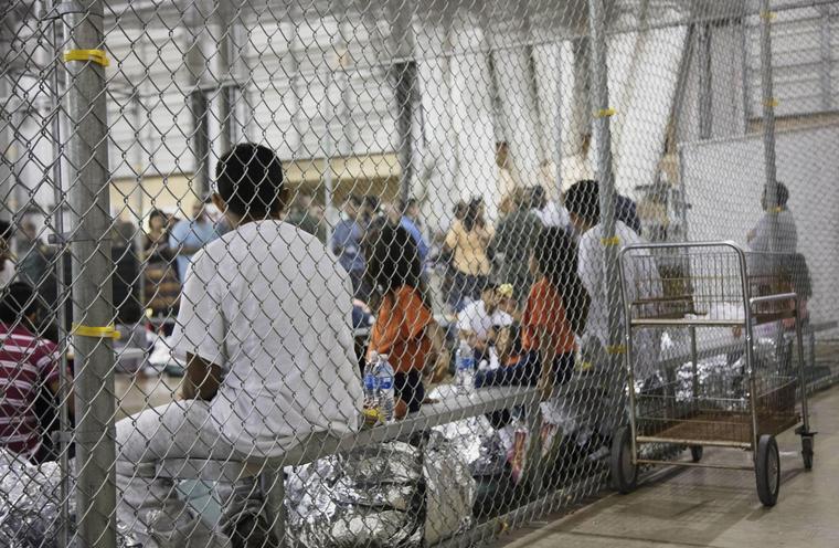 Imagen de archivo del centro de detención de migrantes en McAllen, Texas.