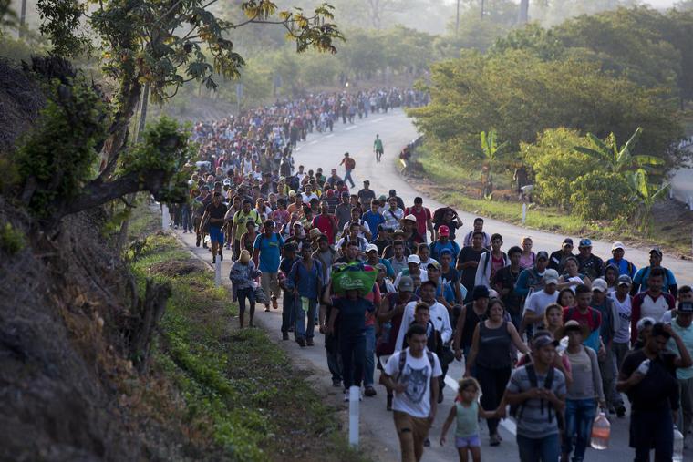 Imagen de archivo de la caravana de migrantes centroamericanos con destino a Estados Unidos en su paso por México en abril de 2019.