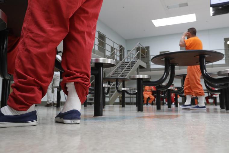 Imagen de archivo del centro de procesamiento del Servicio de Inmigración y Control de Aduanas (ICE) en Adelanto, California.