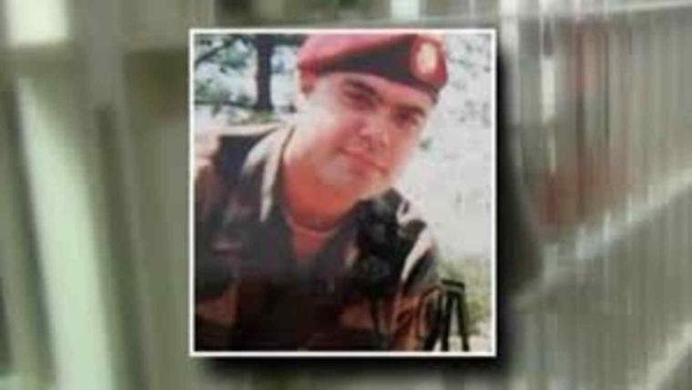 Miguel Pérez Jr. ex soldado del ejército de EEUU que obtuvo la ciudadanía tras ser deportado.