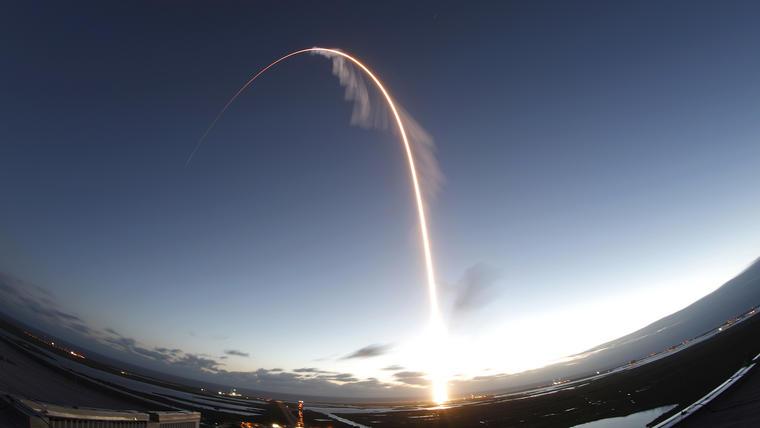 El cohete Atlas V con la cápsula Starliner despegó desde Cabo Cañaveral con rumbo a la ISS.