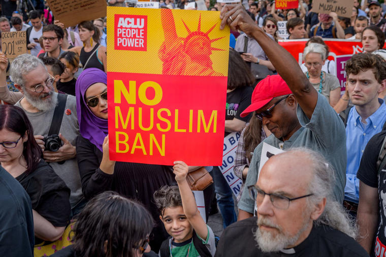 Over a thousand New Yorkers and immigration rights community