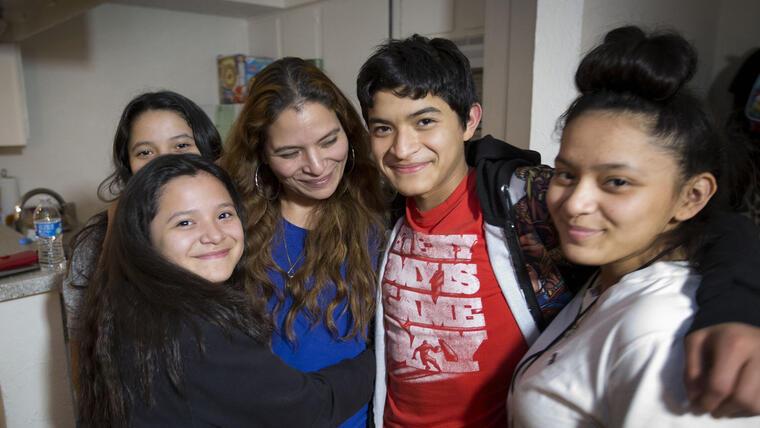 La mexicana Rosa Maria Ortega junto a sus cautro hijos, en una foto de 2017.