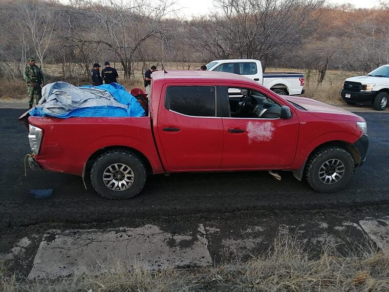 La camioneta hallada este sábado en Michoacán donde se encontraban abandonados los cuerpos de 12 hombres asesinados a balazos.