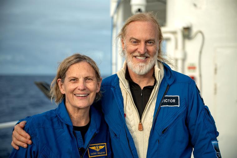 Kathy Sullivan y Victor Vescovo tras la inmersión en Abismo Challenger.