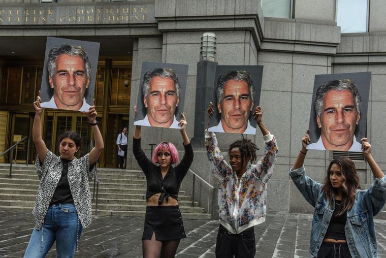 El grupo de protesta Hot Mess frente al tribunal federa de Nueva York.