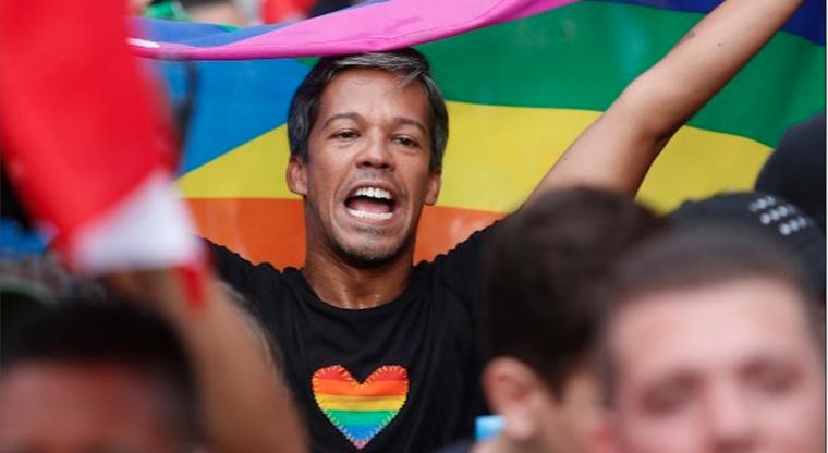 El activista Pedro Julio Serrano en una mianifestación