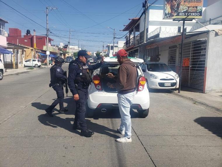 Policías cerca de la zona donde María Guadalupe Martínez Aguilar fue asesinada.