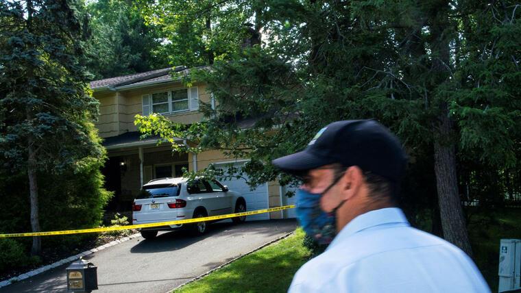 Vivienda familiar de la jueza federal en Nueva Jersey Esther Salas donde un hombre armado baleó a su hijo y esposo este domingo.