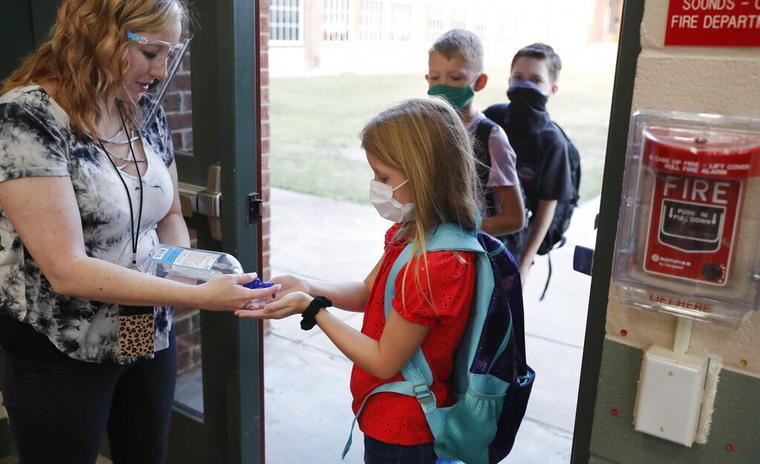 Niños en una escuela en Godley, Texas.