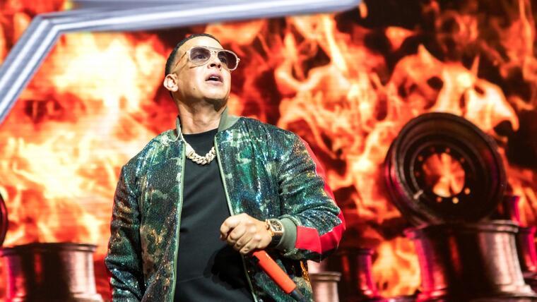 Daddy Yankee firma contrato millonario