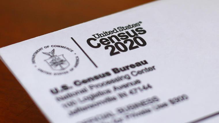 Un sobre con una carta del censo de 2020