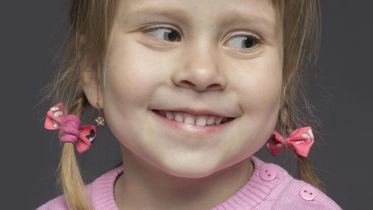 Aretes para niñas pequeñas, cómo elegirlos