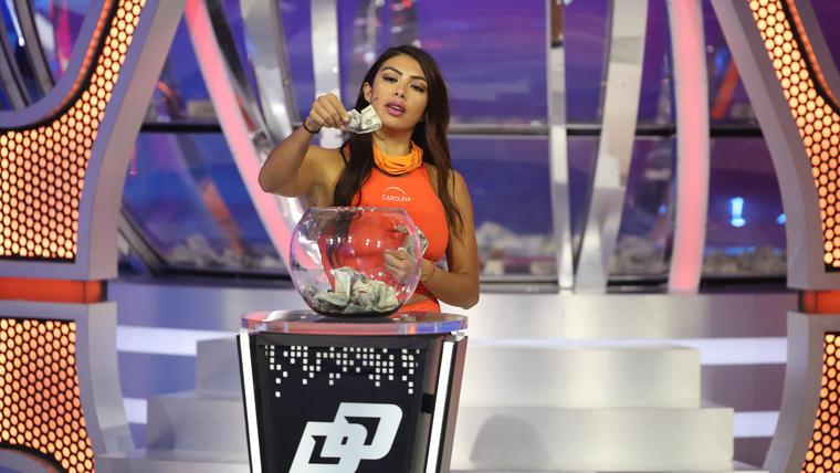 Carolina entra al Domo del Dinero en el episodio 15