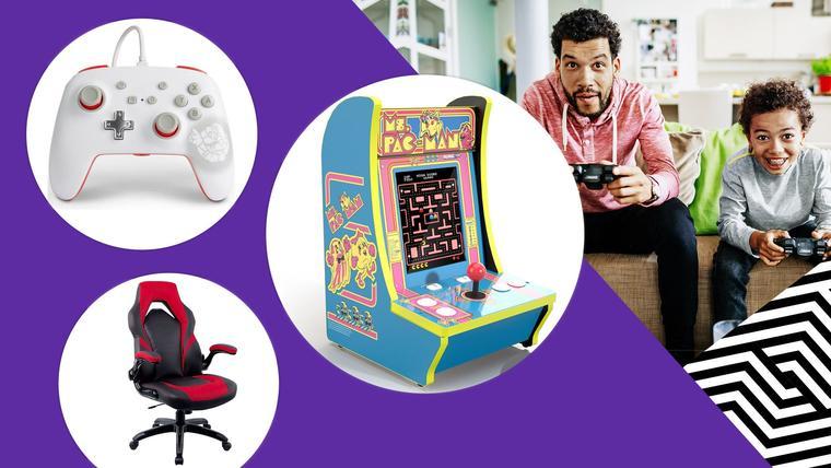 Papa e hijo con videojuego