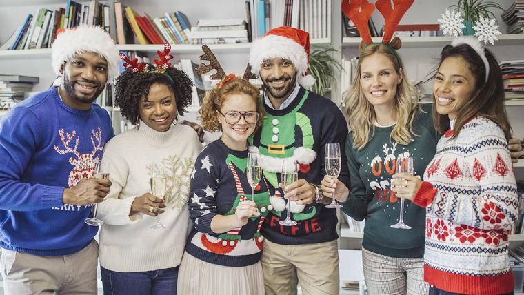 Ofertas de suéteres navideños para toda la familia