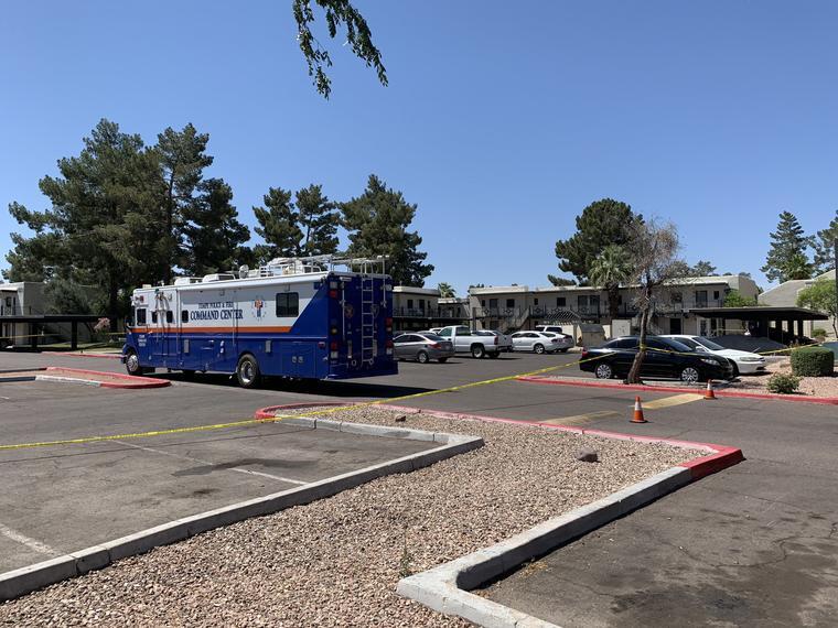 Apartamentos en Tempe, Arizona, donde la policía encontró los cuerpos sin vida de los miños.