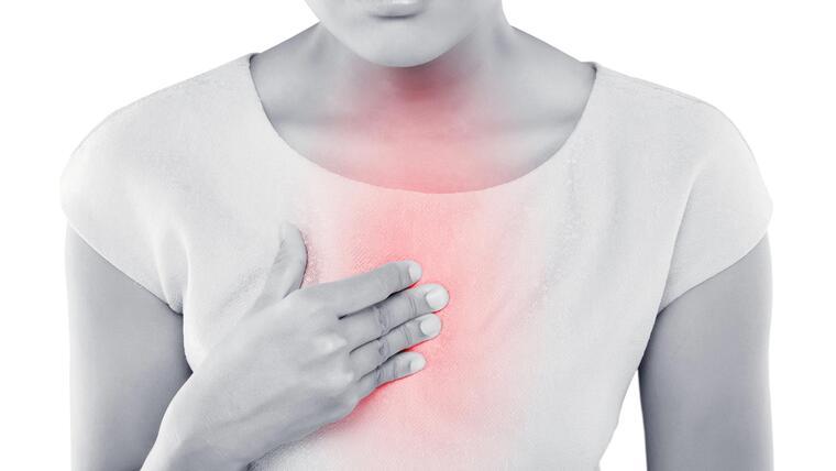 ¿La presión arterial alta puede causarle problemas estomacales?