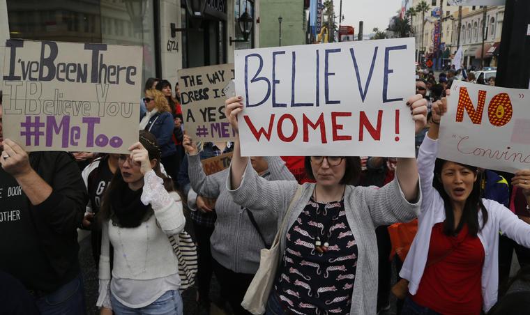 Mujeres se manifiestan en contra del acoso sexual.