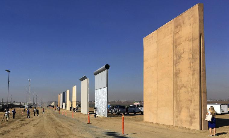 Prototipos del muro construidos en San Diego, California