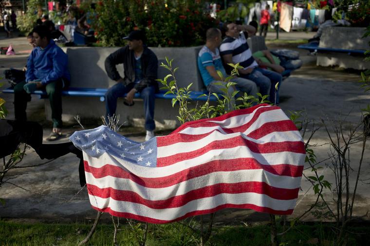 bandera de eeuu en frontera costa rica nicaragua