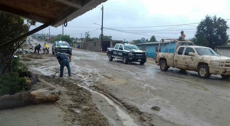 Los efectos de la tormenta tropical Rosa este lunes en San Quintín, en Baja California (México).