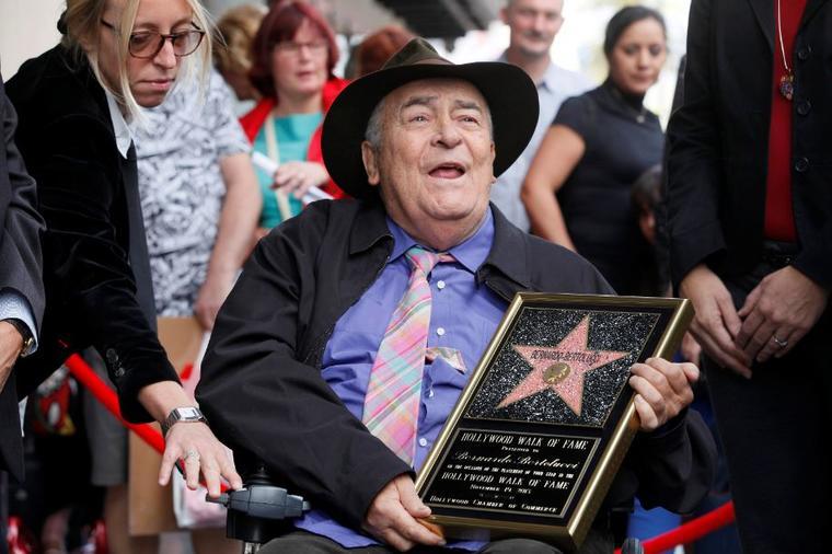 El director italiano Bernardo Bertolucci en una visita en 2013 a su estrella en el Hollywood Walk of Fame, en Los Ángeles.