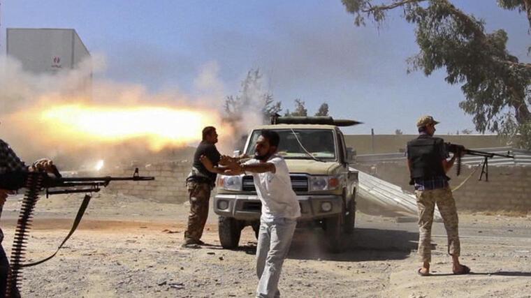 Fotografía de archivo del 26 de julio de 2014 en la que se muestran combatientes de una brigada islamista, durante la guerra civil de Libia