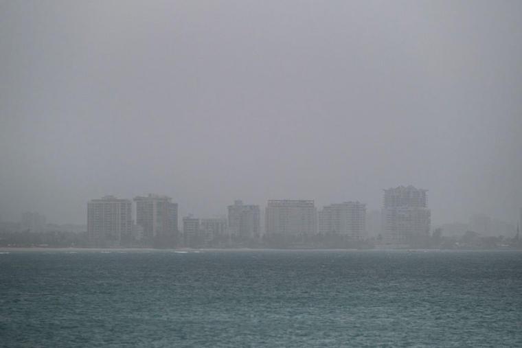 Una nube de polvo del Sahara cubre la ciudad de San Juan en Puerto Rico