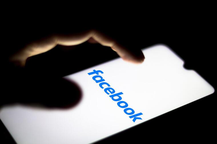Facebook ha mantenido una política de no interferencia en el contenido político en su plataforma, pero dijeron que el anuncio de Trump violaba sus normas en contra de los símbolos de odio.