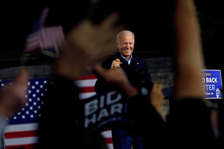 Simpatizantes de Joe Biden lo saludaban durante un evento de campaña celebrado en Johnstown, Pennsylvania, el 30 de septiembre de 2020.