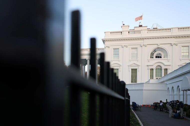 Una vista de la Casa Blanca al amanecer