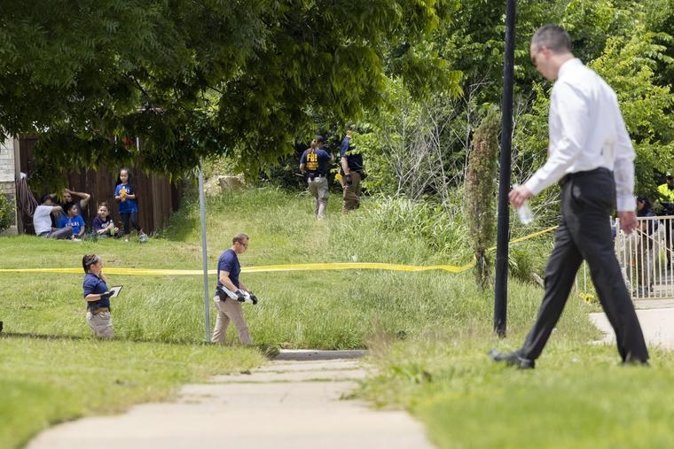 Las autoridades dijeron que el cuerpo del niño presentaba múltiples heridas y fue declarado muerto en la mañana del sábado.