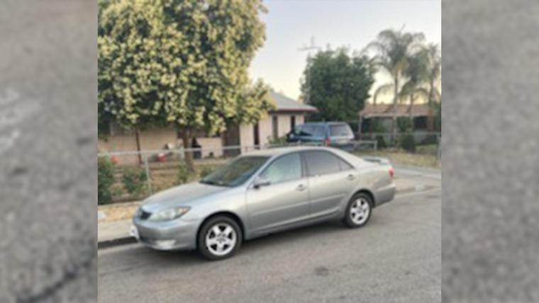 Auto en el que la menor de 3 años se quedó abandonada en Visalia, California