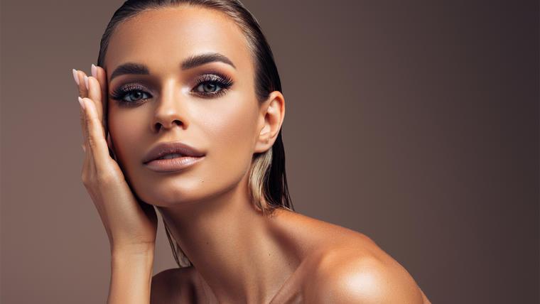 7 trucos de maquillaje para lucir bronceada este verano | Telemundo