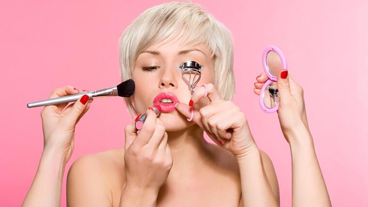 Las últimas rebajas de maquillaje que no debes dejar pasar | Telemundo