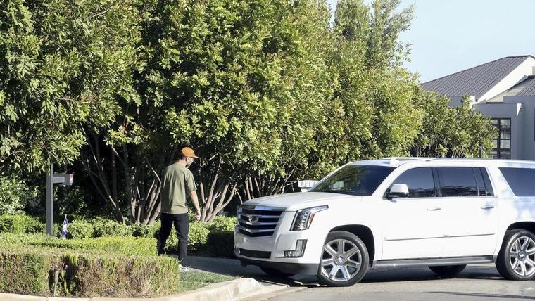 Jennifer Lopez llegando a la casa de ben Affleck en Los Ángeles.