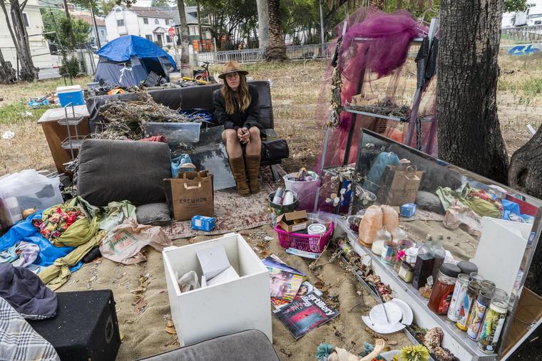 Personas sin hogar en Los Ángeles, California.