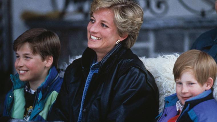 Princesa Diana y sus dos hijos, los príncipes William y Harry, en Austria en 1993