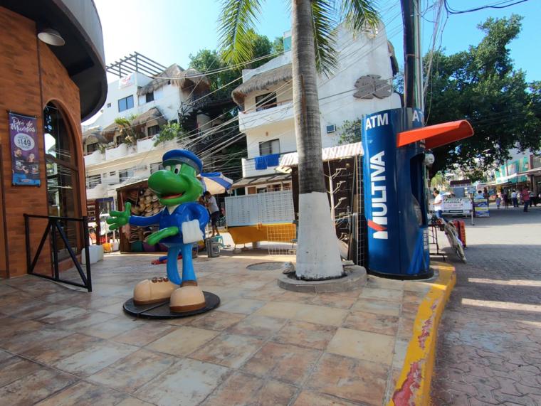 Uno de los cajeros automáticos de Multiva en Playa del Carmen.