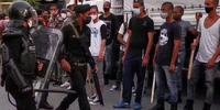 Al menos un muerto y 120 desaparecidos en protestas en Cuba